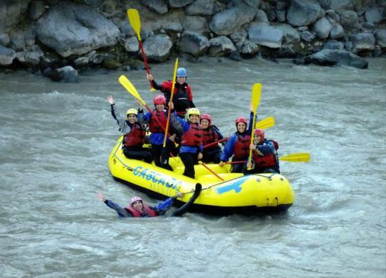 Aquí estamos junto a algunas amigas, haciendo rafting en el Río Maipo
