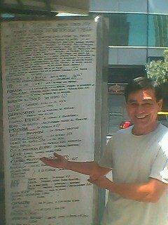 Don Egon con su cartel . Abril 2011